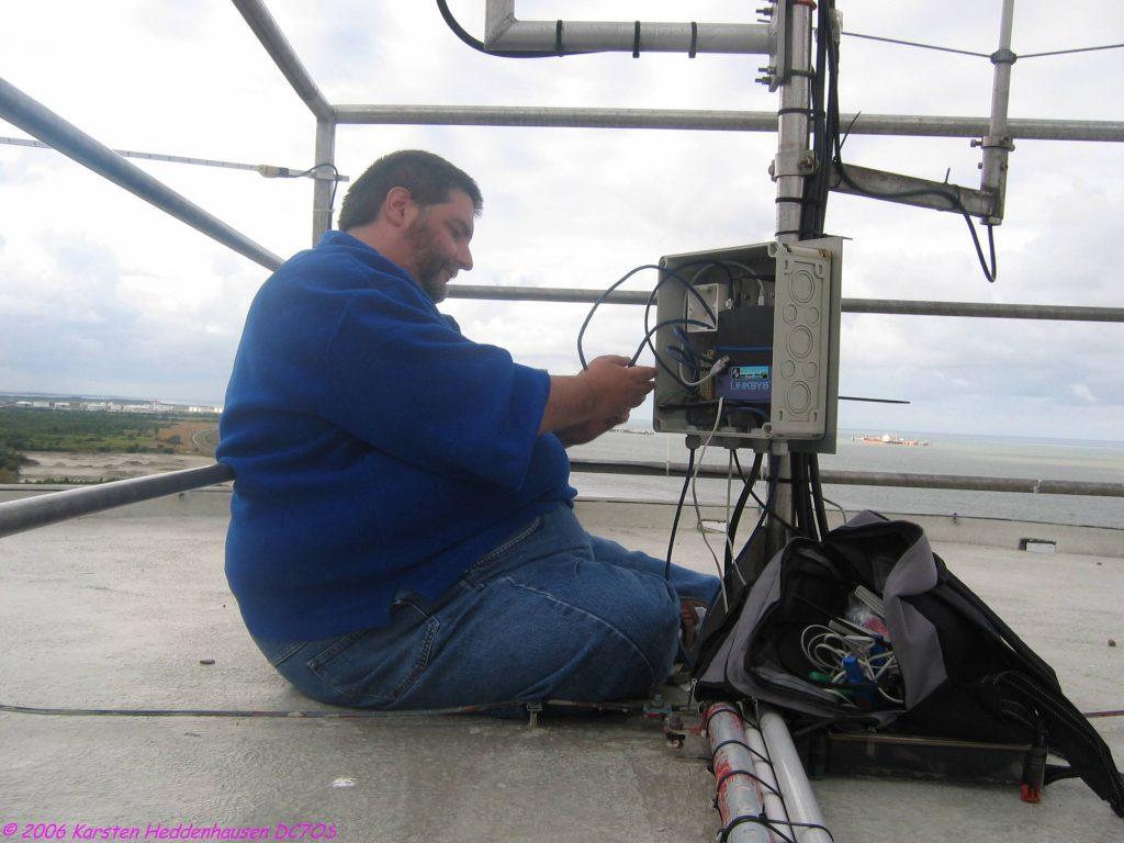 DG9BHD am Netzwerkverteiler
